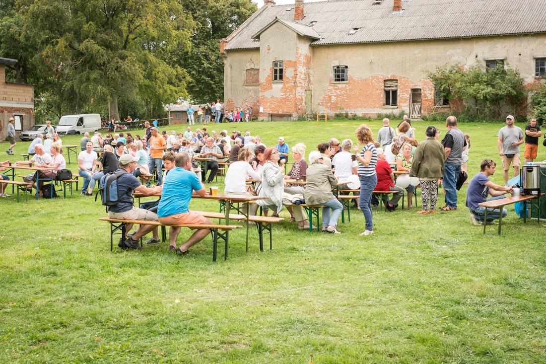 20160820-SommerfestSchloosVarchentin-13